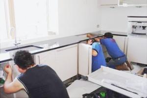 Сборка гарнитура занимает от 1 до 3 дней в зависимости от сложности гарнитура и геометрии помещения